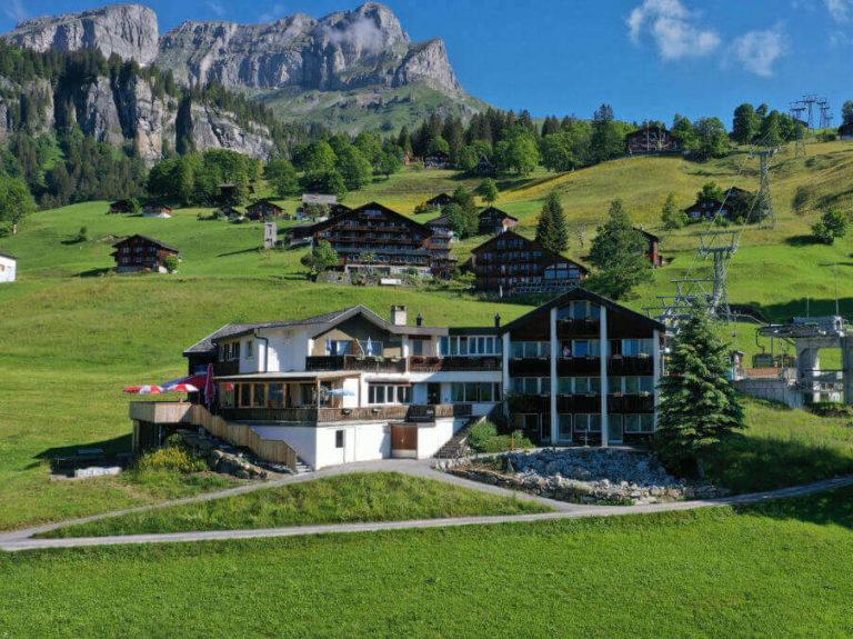Vorderansicht Hotel Cristal in Braunwald